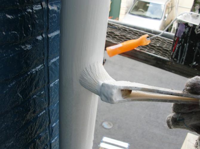 雨樋の塗装中のようすです。