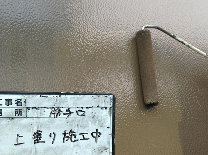 ドアも下塗り・上塗りをしっかりと塗ります。