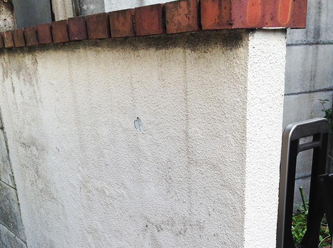 塀部分のケレン施工前の状態です。