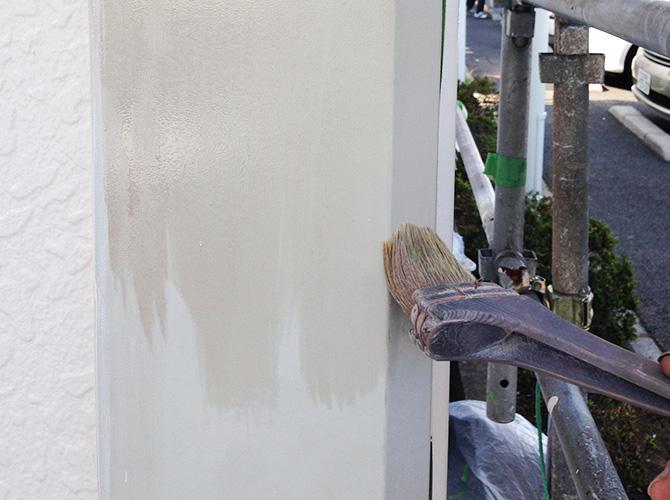 下塗りの施工中です。