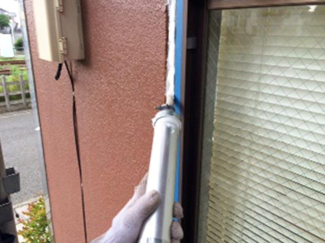 窓周りのシーリング工事です。