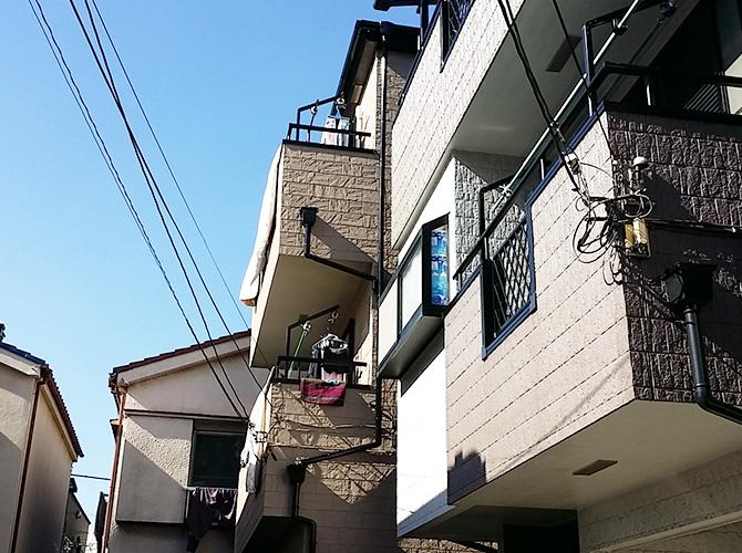 住宅が近接していても外壁塗装工事が可能です。