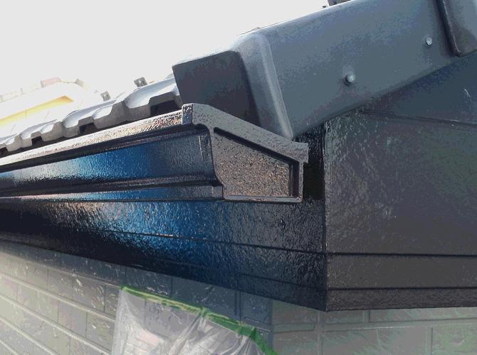 横樋・破風の塗装完了後のようすです。