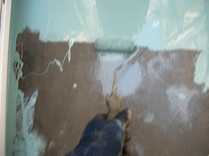 床部分にもしっかりとプライマーを塗布します。