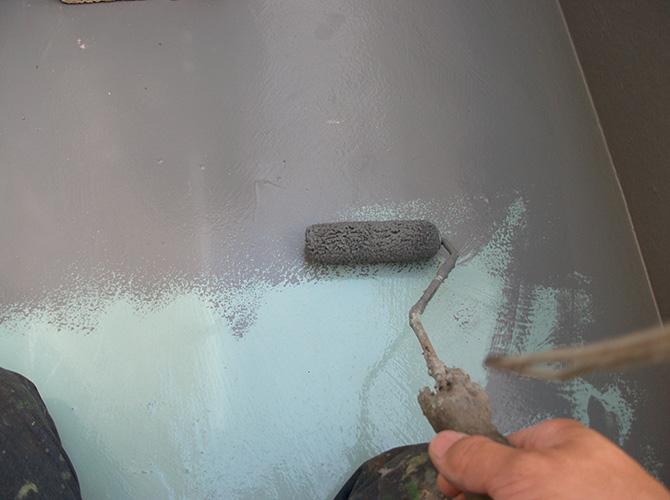 床部分の上塗り施工中です。