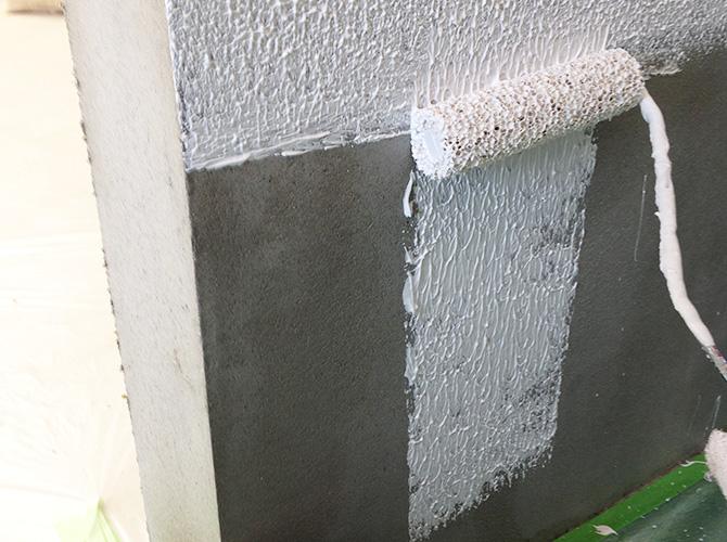 外壁塗装のヤマ出し施工中です。