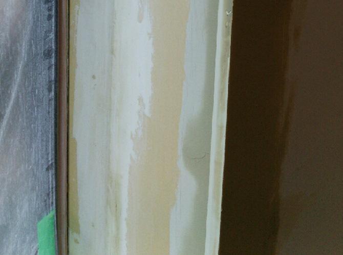 内装の塗装前のパテ施工です。