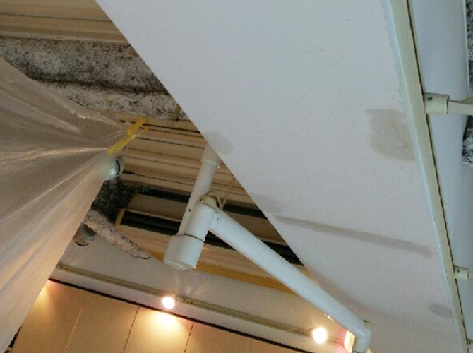 天井・梁部分の中パテ施工後です。
