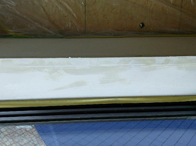 パテの3度塗りでしっかりと内装を補修します。