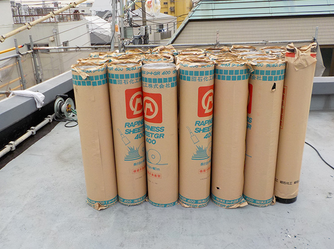 屋上防水工事の材料です。