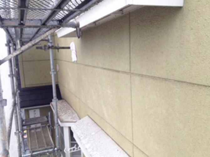 外壁の高圧洗浄の施工前のようすです。