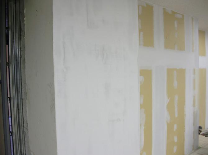 別フロアの内装塗装工事です。