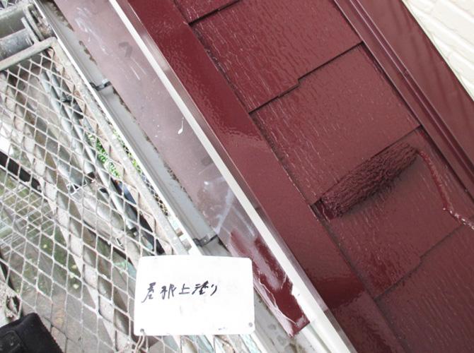 屋根の上塗り塗料はファインシリコンベストです。