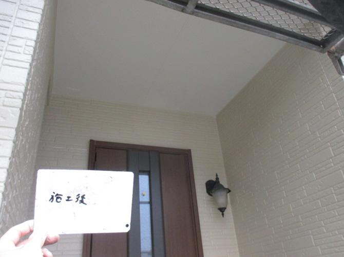 玄関前の外壁塗装の施工後のようすです。