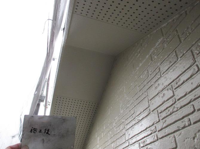 軒天井の塗装後のようすです。