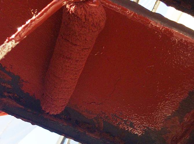 鉄部錆止め塗装の施工中のようすです。