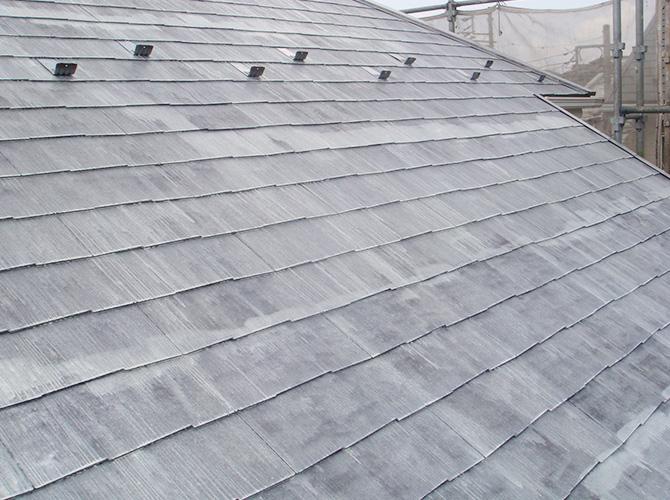 屋根塗装の下塗りの施工完了です。