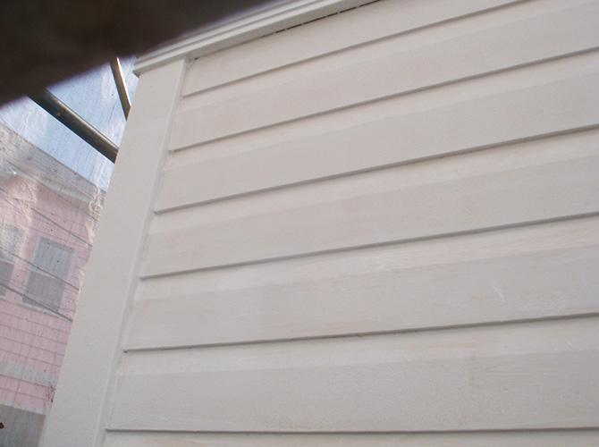 外壁塗装の下塗り施工完了です。