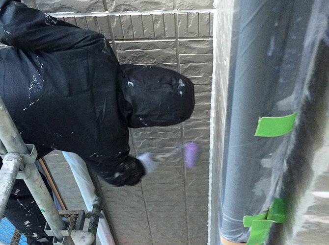 外壁塗装工事の施工中のようすです。