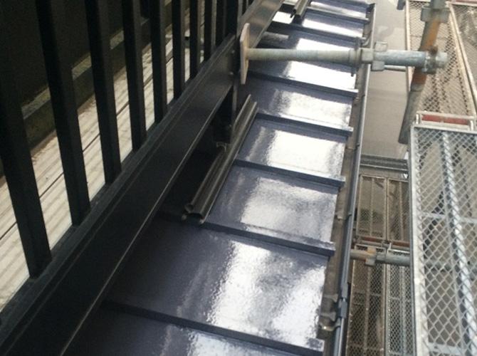 雨樋や破風などの付帯部もしっかり塗装します。