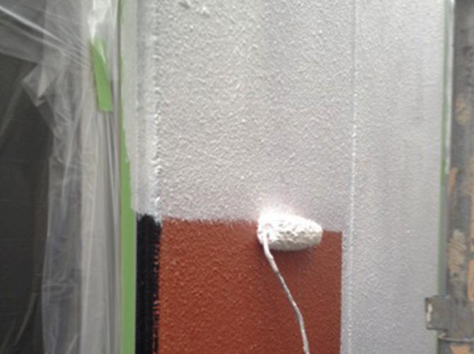 外壁は下地補修や下塗りが重要です。