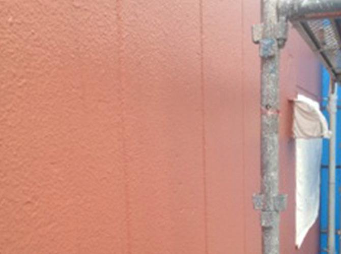 外壁塗装の中塗り施工完了後のようすです。
