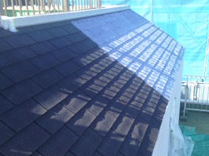 屋根塗装の下塗りの施工後のようすです。