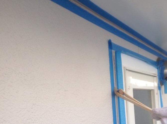 養生後、プライマーを塗布しシーリング材を充填します。