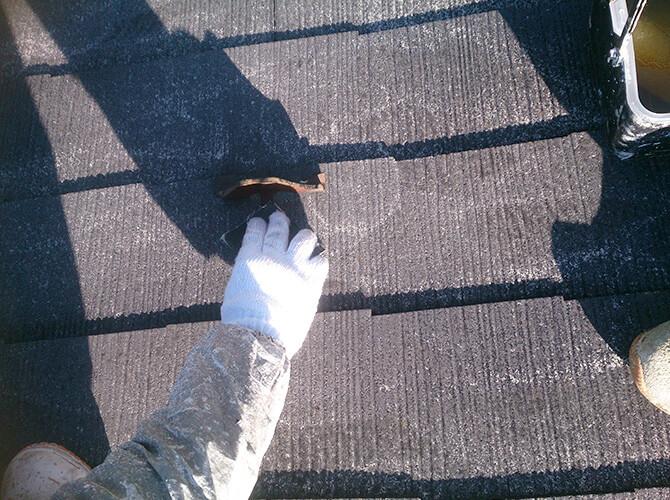 錆止め塗装の前のケレン施工中です。