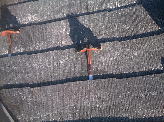 屋根塗装前の錆止め施工前の状態です。