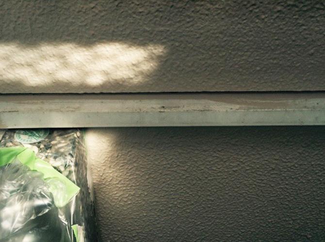基礎巾木の塗装前の状態です。