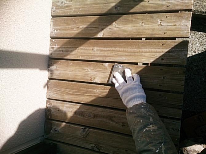 塗装前のケレン施工中のようすです。