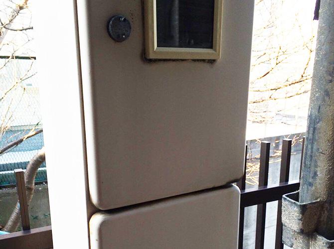 MB(メーターボックス)扉の施工前の状態です。