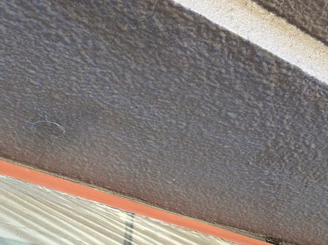 軒天のシーラー下塗り施工後のようすです。