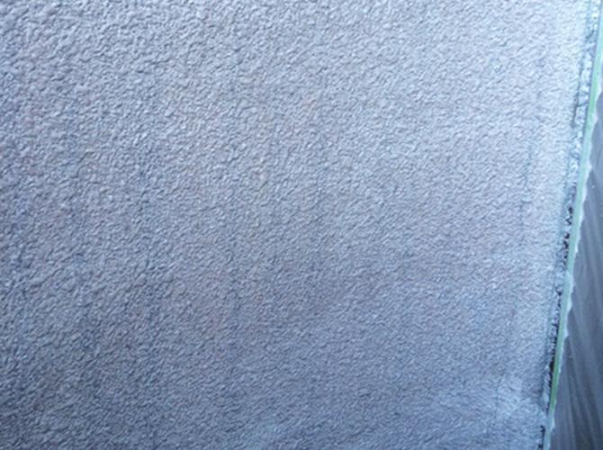 外壁塗装のレナエクセレント中塗り施工後のようすです。