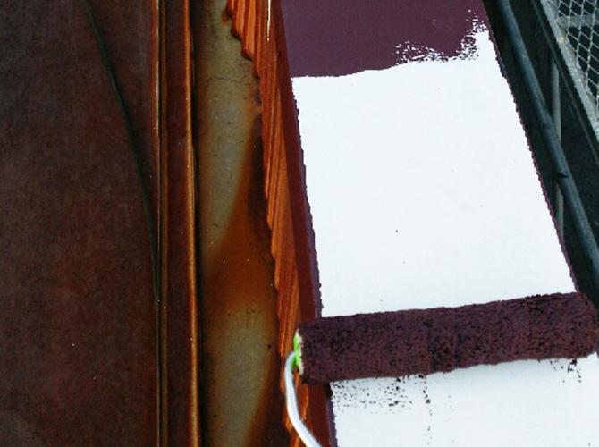 笠木の中塗り施工中のようすです。