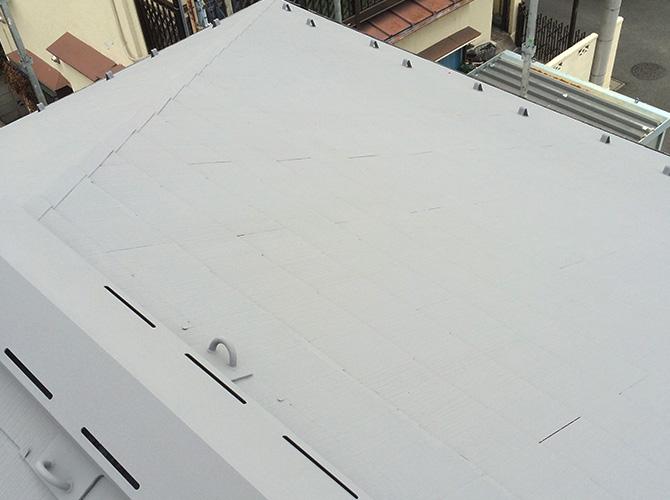 屋根塗装の下塗り施工後のようすです。