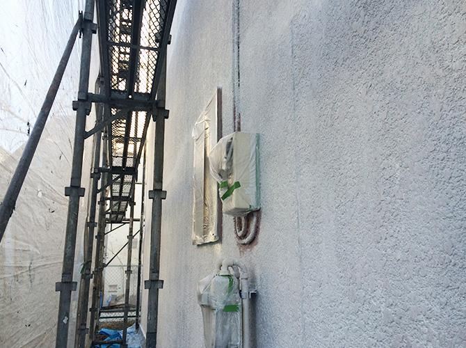 外壁塗装の下塗り施工後のようすです。