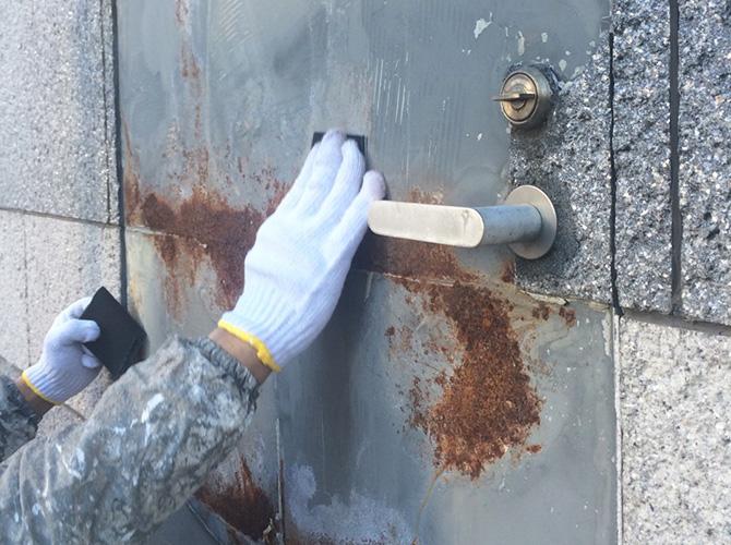 ドア(鉄部)のケレン清掃