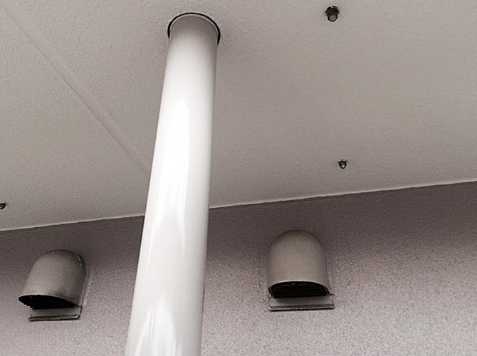 マンションのベランダの雨樋塗装工事の施工後