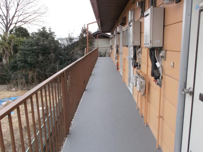 共用廊下の長尺工事完了後のようすです。