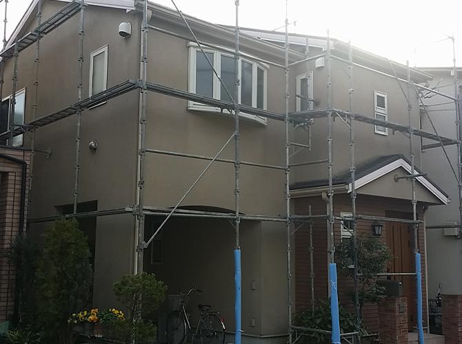 外壁の塗装工事前の足場設置