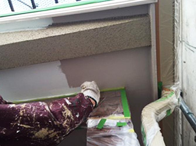 軒天塗装の下塗り
