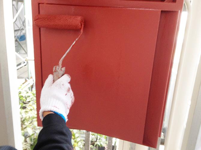 屋内消火栓のサビ止め塗装の施工中です。