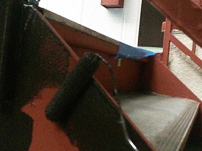 鉄骨階段の中塗り