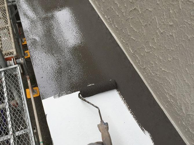 霧除け庇の上塗り