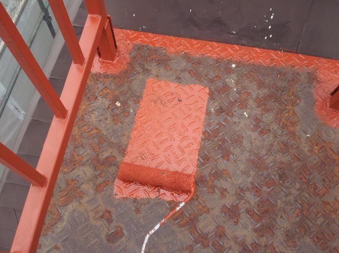 階段鉄部のサビ止め塗装