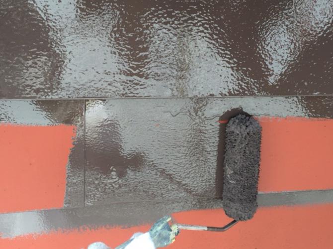 斜壁塗装の中塗り