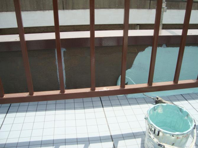 立上り部分のトップコート施工中です。