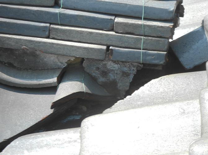 瓦屋根の修理前